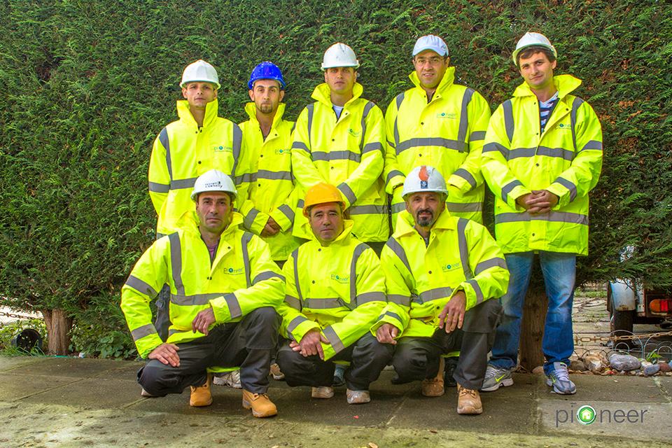 pioneer-insulation-team