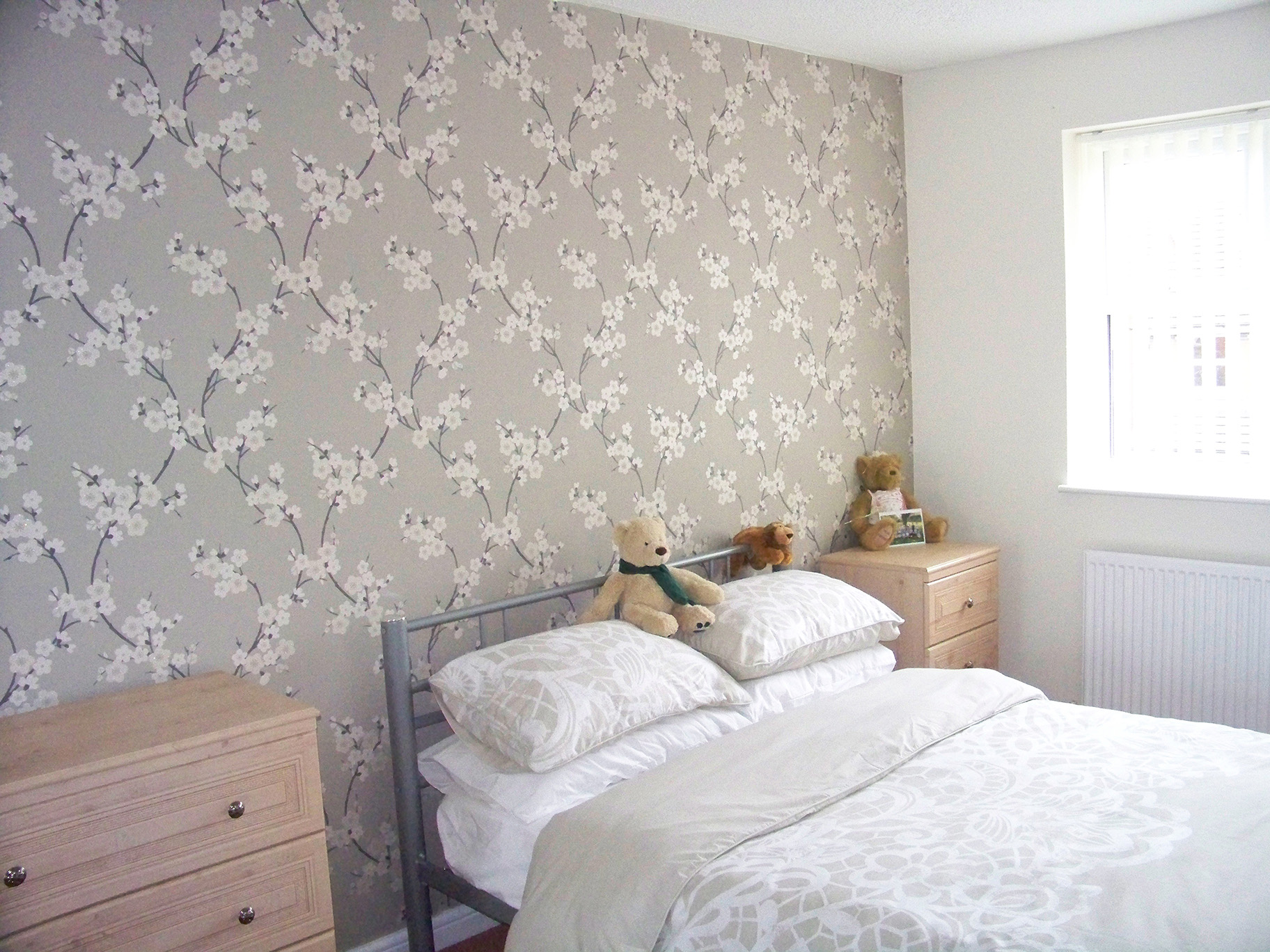 Wallpapering services pioneer decorators for Pretty wallpaper for walls